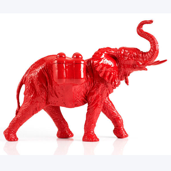 William-Sweetlove-Cloned-red-Elephant-with-Waterpacks....jpg